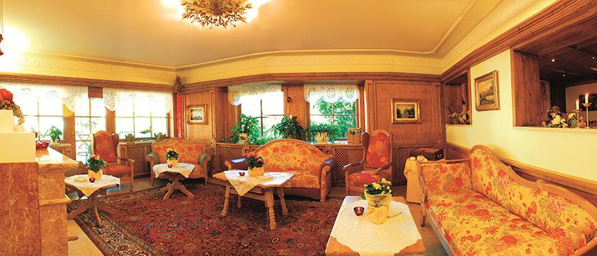 austria_mayrhofen_hotel-zillertalerhof_lounge.jpg